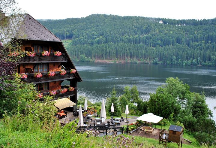 10_of_10_-_Lake_Titisee,_Black_Forest_-_GERMANY