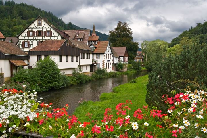 the-village-of-schiltach-in-the-black-forest-germany-1600x1066