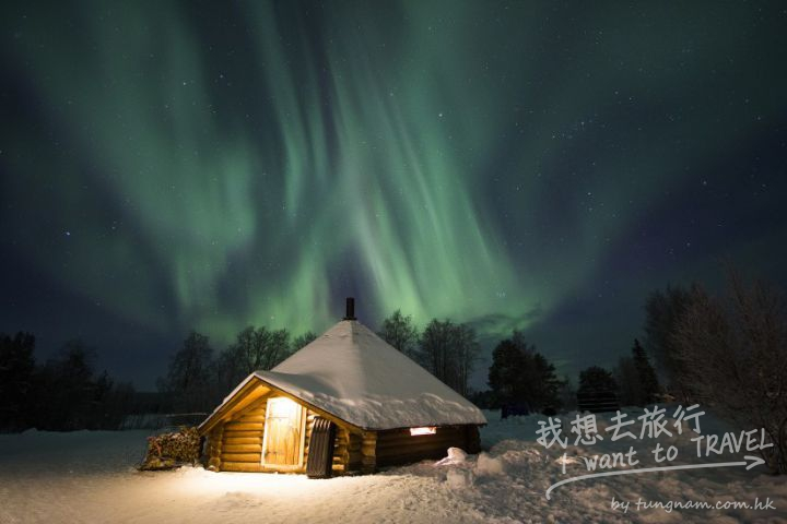 northern-lights-and-one-of-our-kota-buildings-here-in-rovaniemi-in-lapland-825x550
