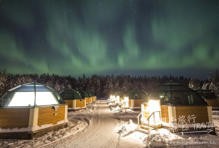 northern-lights-and-the-arctic-glass-igloos-in-rovaniemi-in-finnisn-lapland-825x559