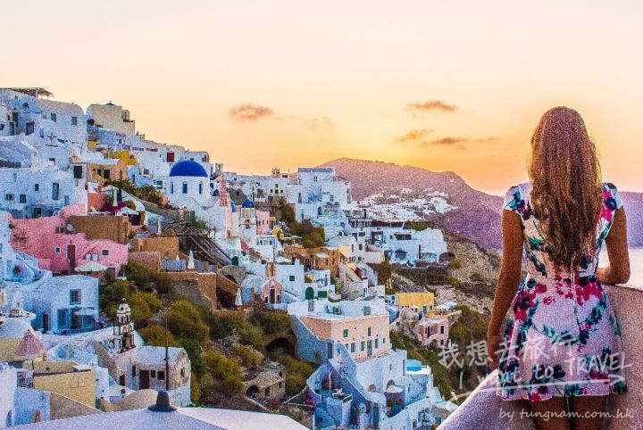 Santorini-Greece-Greek-Islands-Busabout-Solo-Female-Travel-Guide-Oia-11